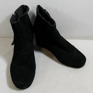 Toms Black Wedge Ankle Boots Size W6.5